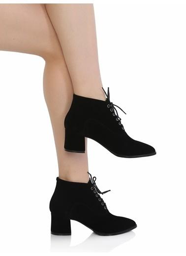 Derigo Kalın Topuklu Bağcıklı Kısa Bot Siyah